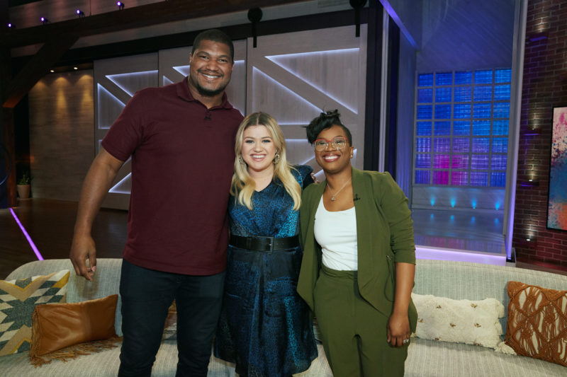 THE KELLY CLARKSON SHOW -- Episode 3120 -- Pictured: (l-r) Calais Campbell, Kelly Clarkson, Deanna-- (Photo by: Adam Christopher/NBCUniversal)